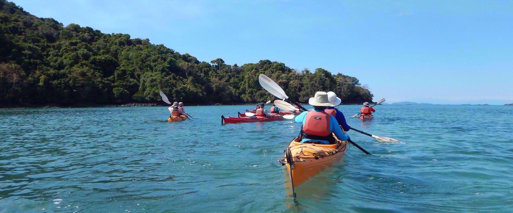 women's tour group kayak panama
