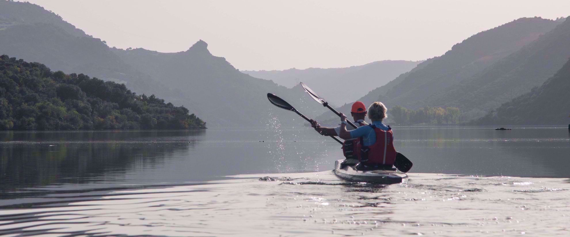 husband and wife kayaking the douro valley