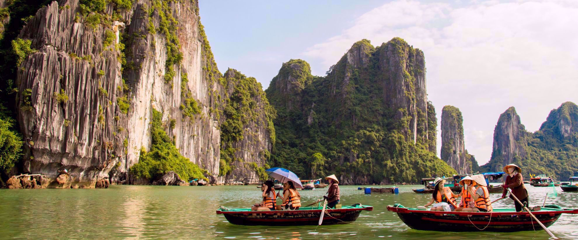 women's group kayaking tour through vietnam